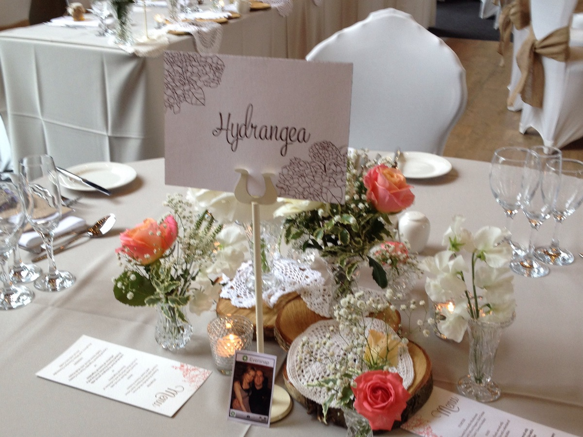View preloved wedding items for sale and hire
